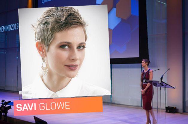 Savi Glowe speaking on stage at LymeMIND conference